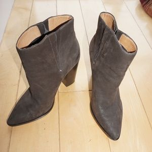 Helled ankle boots, booties